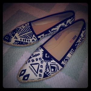 Just Fab Marshia black and white flat shoes
